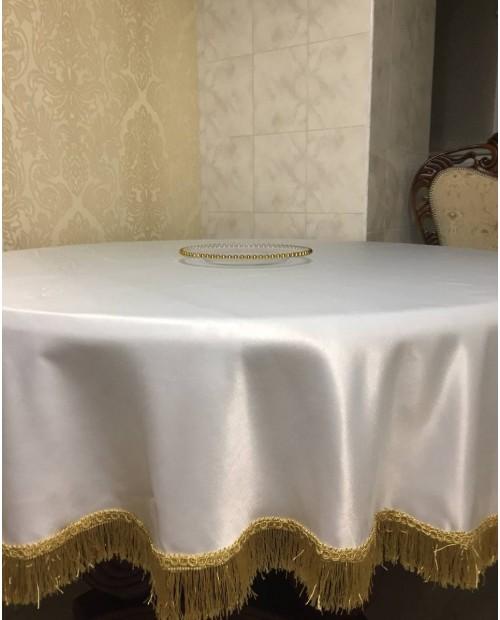 Скатерть из атласа с бахромой